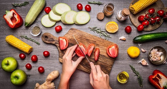 A healthy, nutritious diet can help you look and feel your best, and is easier than you might think. Info: https://t.co/sCFYgyRTsE