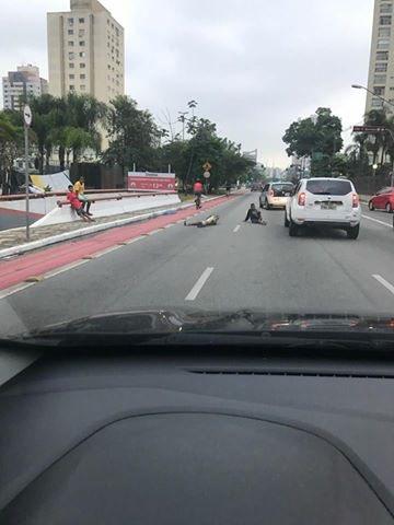 Cuidado! Tem bandidos se jogando no asfalto para vc evitar 'atropelamento', diminuir sua velocidade e ser assaltado!!! Muita atenção!