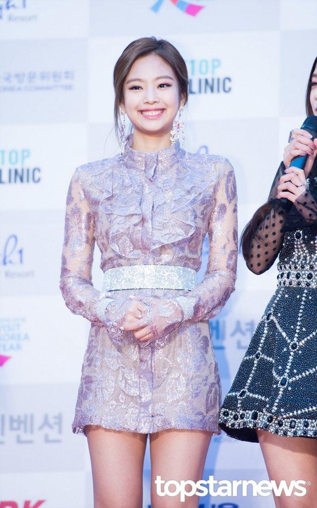 [HD포토] 블랙핑크(BLACKPINK) 제니, '웃는 모습도 예쁘네'  #서울가요대상 #블랙핑크 #BLACKPINK #제니. https://t.co/iYWsYYitXE