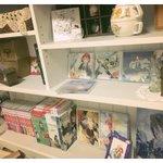 前回の赤髪の白雪姫グッズ+実家からCD,Blu-ray,コミック残り,グッズ持って来て並べた。だめだインテリアからかけ離