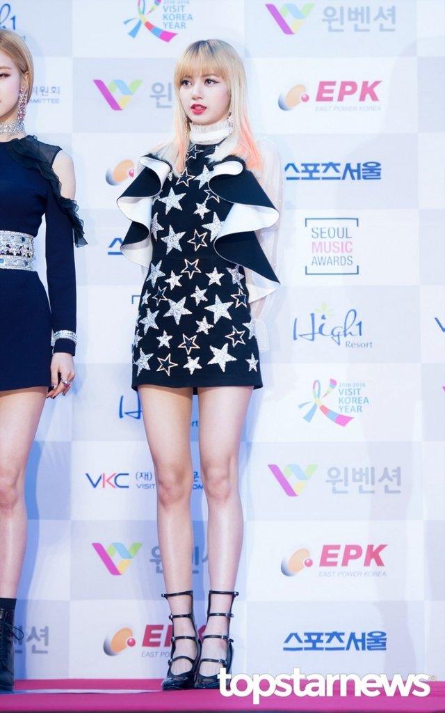 [HD포토] 블랙핑크(BLACKPINK) 리사, '화려한 미모'  #서울가요대상 #블랙핑크 #BLACKPINK #리사. https://t.co/eijTIwn08i