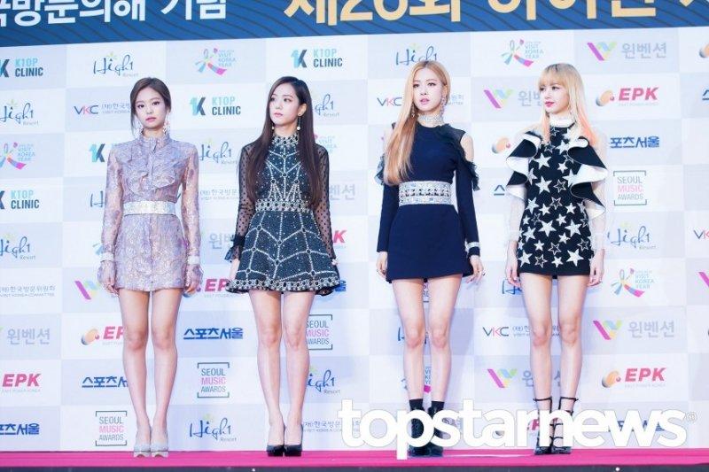 [UHD포토] 블랙핑크(BLACKPINK), '마네킹 뺨치는 몸매'  #서울가요대상 #블랙핑크 #BLACKPINK. https://t.co/ocZwlypOSp
