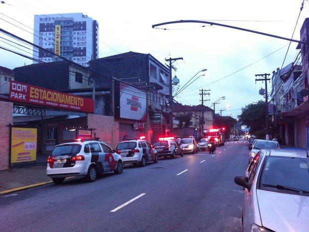 Garota cai da sacada de prédio enquanto brincava em Santos https://t.co/DZDxEqZNqS #G1