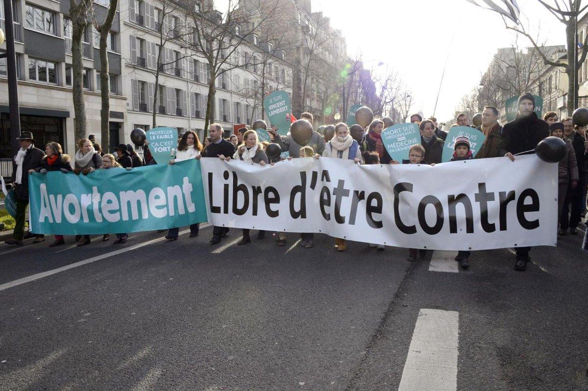 Plusieurs milliers d'opposants à l'avortement défilent à Paris https://t.co/6J6I8xKpT7