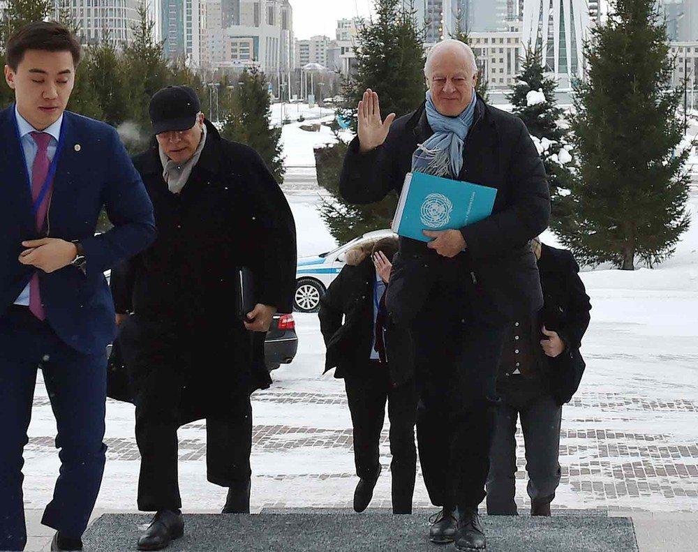 Equipes do governo sírio e rebeldes desembarcam em Astana para reunião. https://t.co/Kd3zZi0Fsq #G1