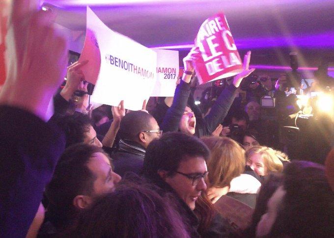#PrimaireGauche - C'est la fête pour les militants de Benoît Hamon dans son QG de soutiens à Paris. Via @RemyBuisine