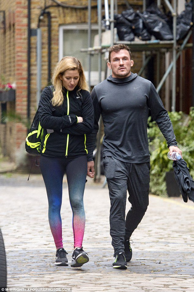 Ellie Goulding 'prepares to move in with boyfriend Bobby Rich' https://t.co/HSjsqrjYJb