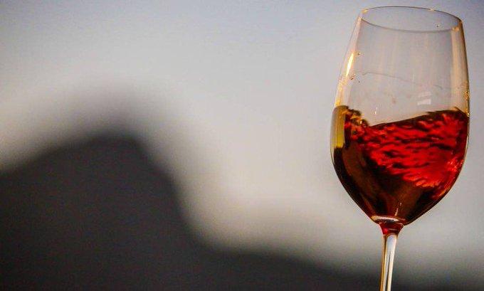 Especialistas agora colocam sal nas taças de vinho para melhorar o sabor da bebida. https://t.co/HzQfv5XjWG