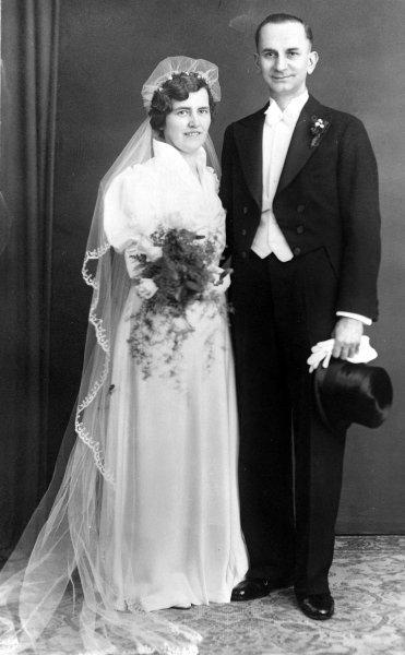 Heute vor 74 Jahren: Elise und Otto Hampel zum Tode verurteilt, sie hatten auf Karten zum Sturz der Nazis aufgerufen https://t.co/PScQ2yPEVu