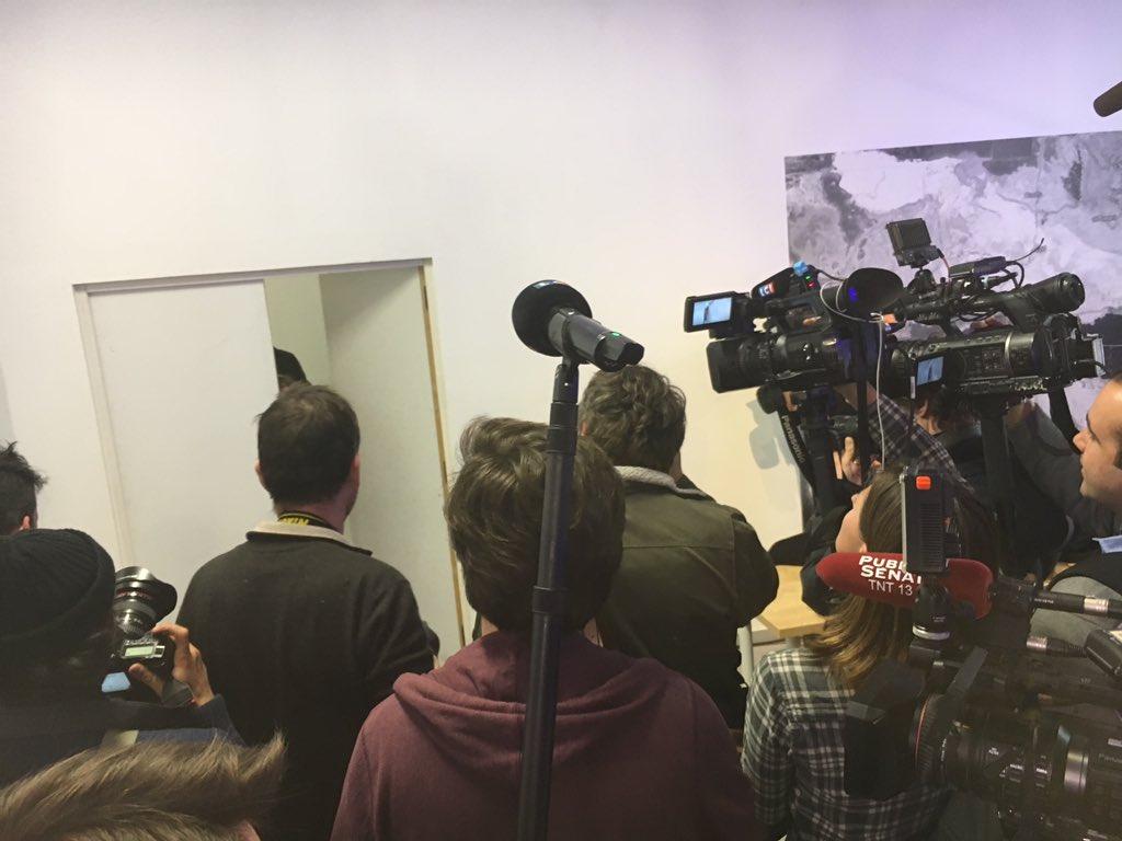 Entendu,alors que tout le monde s'ennuie en attendant #Peillon:'ah merde, mon téléphone a envoyé 'Soupline' au lieu d'Assouline' #PrimairePS