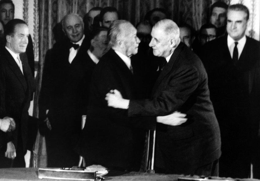 Heute vor 54 Jahren unterschrieben Adenauer und de Gaulle den deutsch-französischen Freundschaftsvertrag https://t.co/vb7MrtlZFu