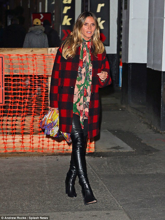 Heidi Klum wraps up in a lumberjack coat and over-the-knee leather boots to watch Chicago https://t.co/pANzdOrKQm