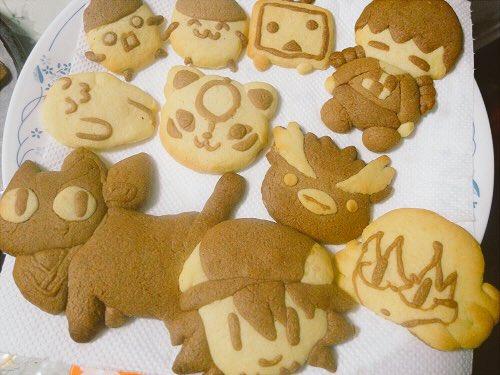 数年に1度開かれる我が家でのクッキー作り(っ˙༥˙ c)1枚目は5年前ぐらいで実況主とかタイバニ、大神、日常とか。2枚目