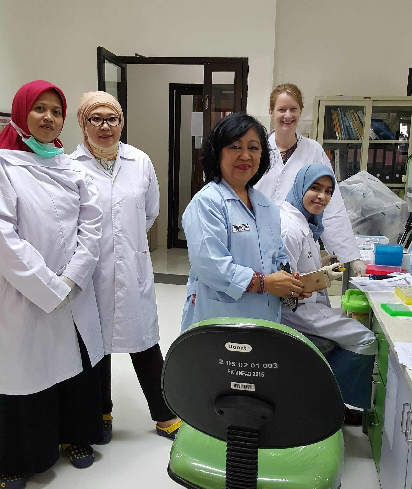 I'm an #actuallivingscientist with my microbiology colleagues in Indonesia and we all #DressLikeAWoman when we study bacterial diseases https://t.co/jVcbWrBByh