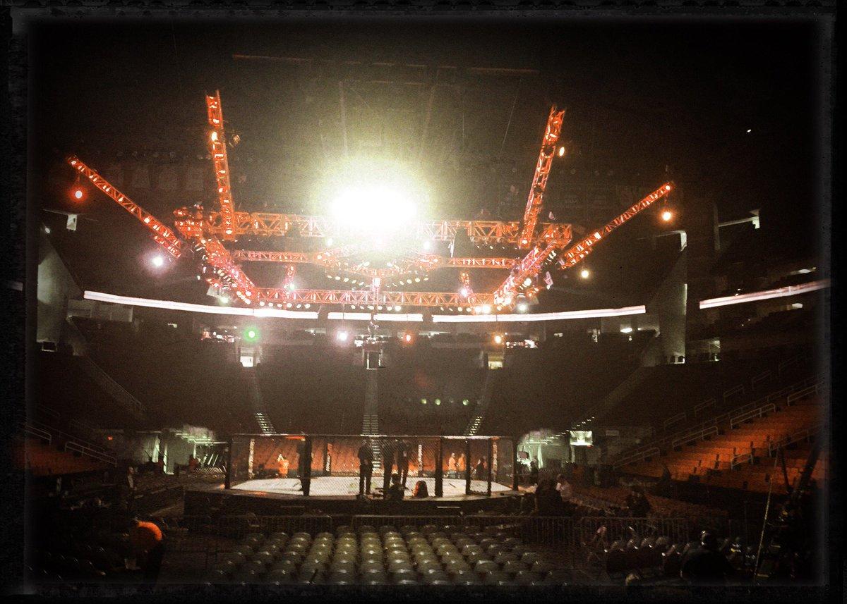 #UFCHouston (@ Toyota Center for UFC Fight Night in Houston, TX) https://t.co/ruaVsfBBUR