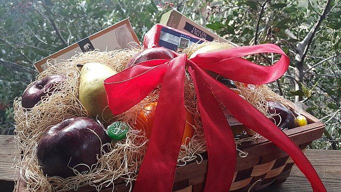 Giveaway – Valentine's Day Fruit Basket – Ends 2/27/17