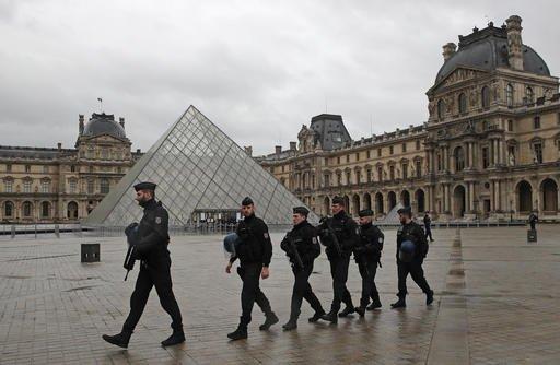 Louvre museum reopens; Egypt identifies machete attacker - FOX5 Vegas - KVVU