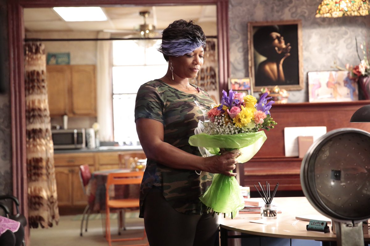 Flowers for Miss Carlotta? But from who? Find out tonight on @STAR at 9/8c. #STAR https://t.co/wNeIV65ouP