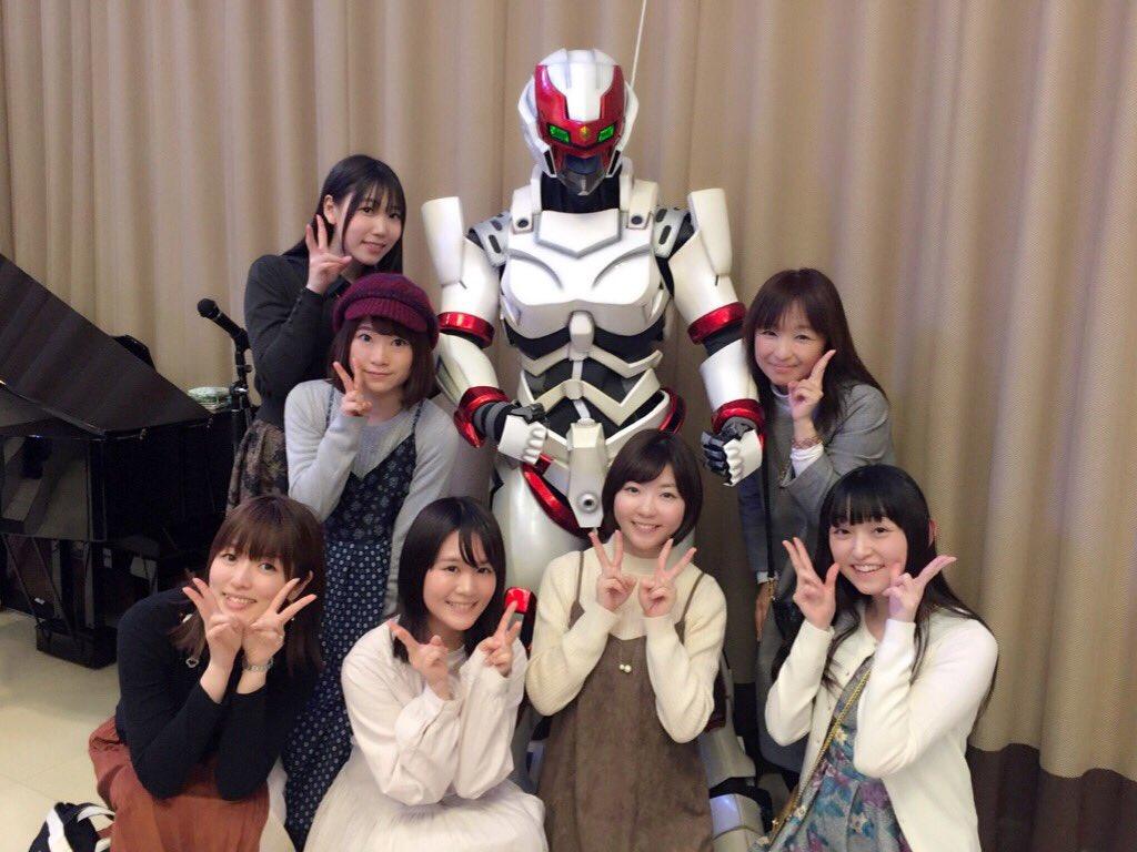 最後に、会場展示のオスカーIIを囲む女子たち💖バード@加隈亜衣ちゃん、まりも@田中あいみちゃん、あさみ@小澤亜李ちゃん、