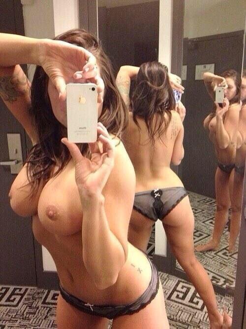 RT if youre horny #milf #selfie https://t.co/AvT2oAvX6W