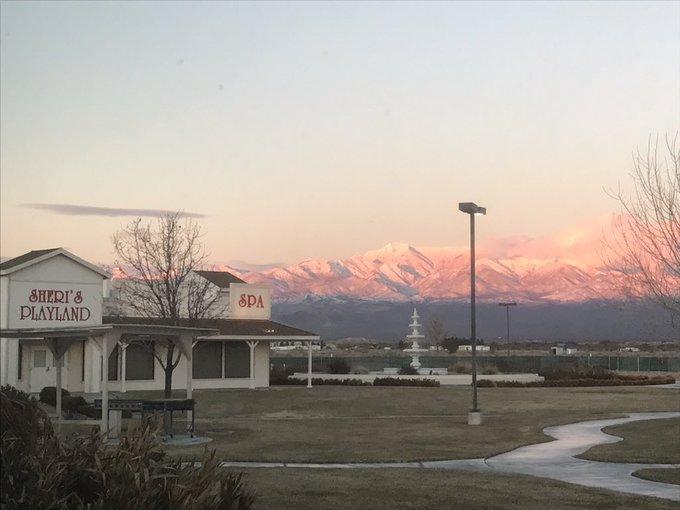 Loving the sunset view at @SherisBrothel tonight! https://t.co/RRh9cUWyGC