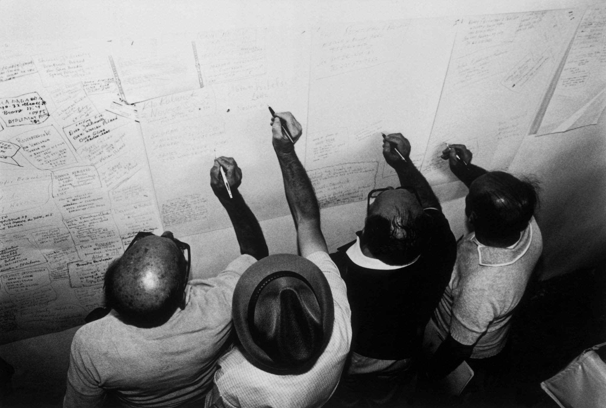 Today marks the anniversary of the liberation of Auschwitz.  Holocaust survivors registering their names. 1981. © #MichaBarAm/#MagnumPhotos https://t.co/OxNGZaACmW