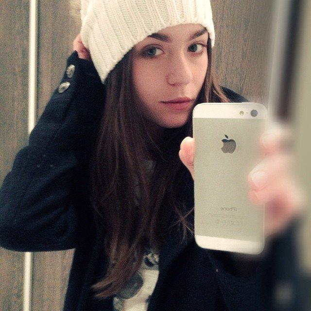 #iphone #fallclothing #toque #readyforwinter #selfie #lilychey #modeling Wi8TNje3Tp