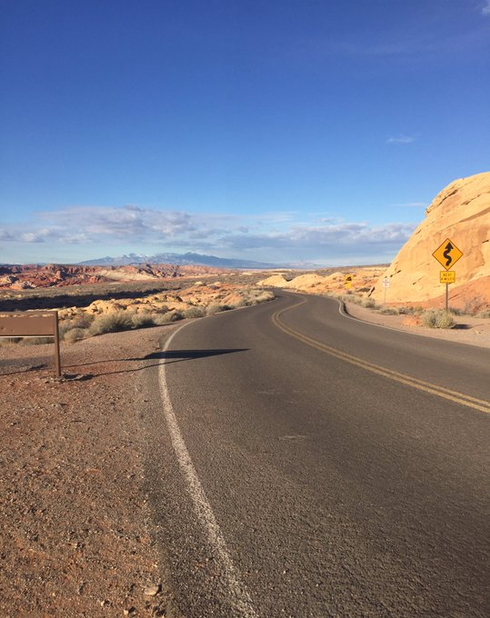Sometime you just need some space #valleyoffire #nevada https://t.co/Lt8ir26GsF