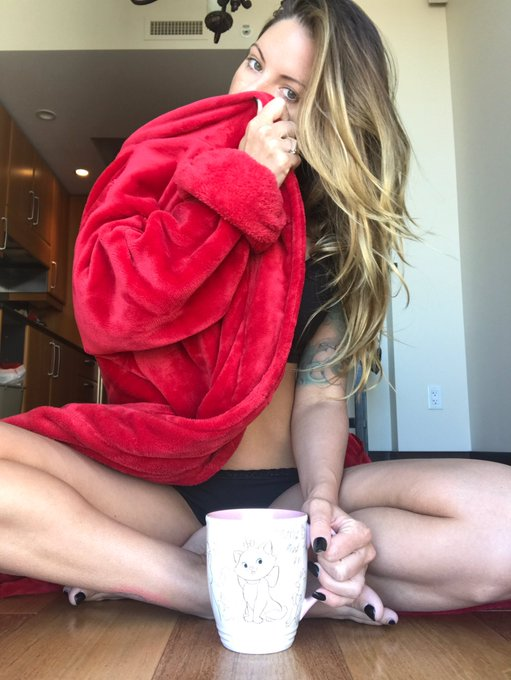 Having my coffee with two of my favorite things- @Teagan_s_daddy smell on my robe and my #Marie https://t