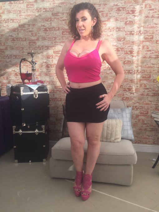 1 pic. I will be #skyping tomorrow!! Email sarajayxxx@gmail.com https://t.co/dUezJsUUls