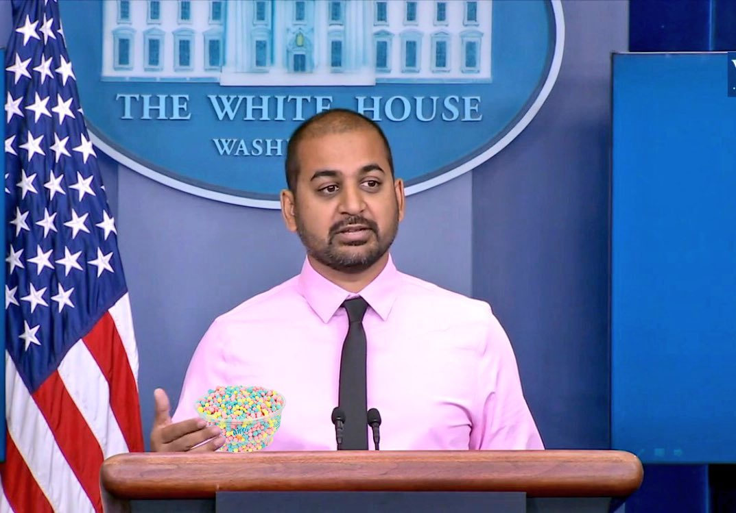 @shl @seanspicer my fellow Americans, these here Dippin' Dots are good. https://t.co/gvyZt3skGd