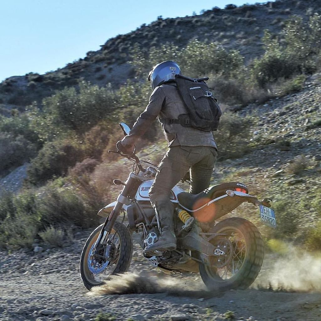 @mattneundorf on @scramblerducati new desert sled in #Spain check out his review at @bikeexif #scrambler Velomacchi… https://t.co/AzbC1a5isL