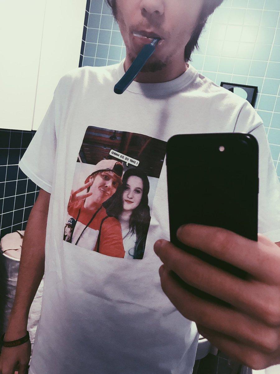 Ultimamente me pongo esta camiseta que me regalo una suscriptora para dormir