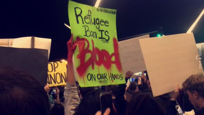 3 pic. A few shots from my POV at the (totally peaceful ✌️❤) #LAXProtest. https://t.co/Wr3n97jxci