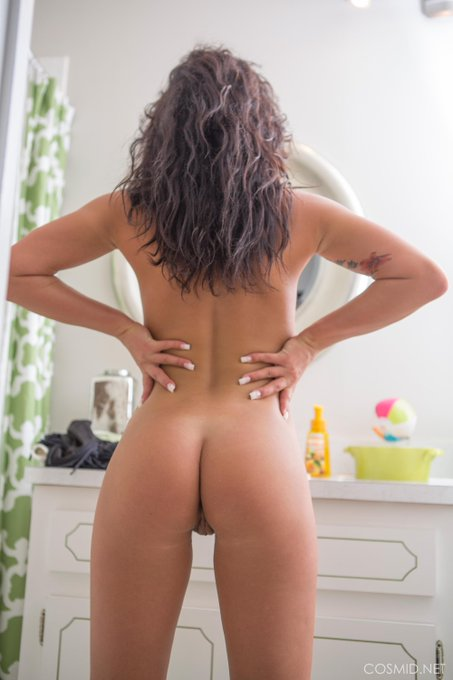 Love her #ass https://t.co/JoXFO6XRwQ Check out her pics https://t.co/e0yHUoOYWU