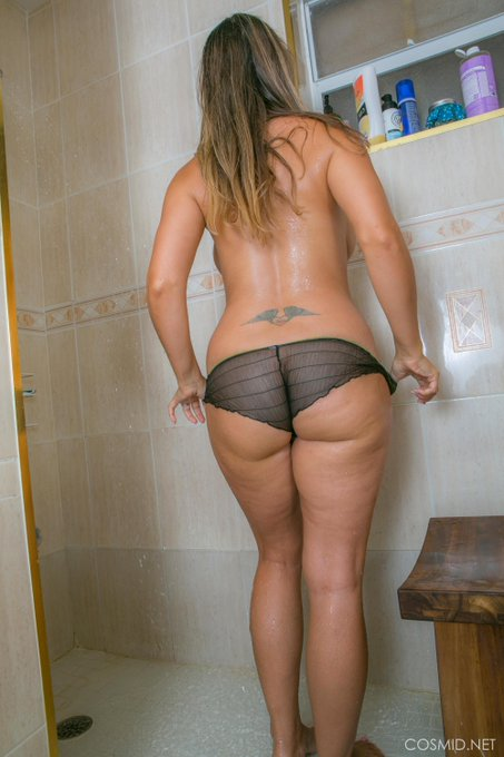 #Trampstamp and I like it! See more #amateur shower pics at https://t.co/Ifgl5nsXNo https://t.co/ksm