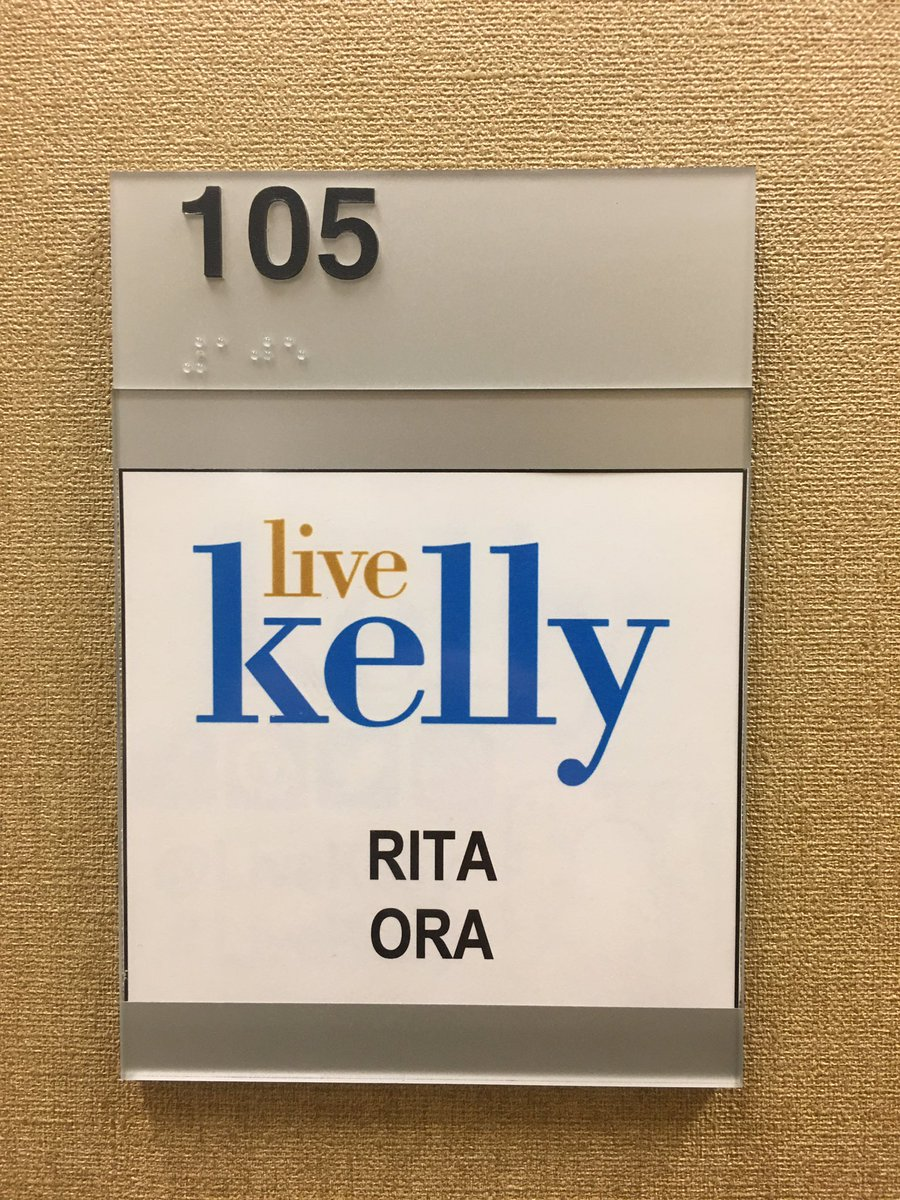 I'm here!! So excited to co-host @LiveKelly this morning! Tune-in! ???????? https://t.co/7mnXilNcgX
