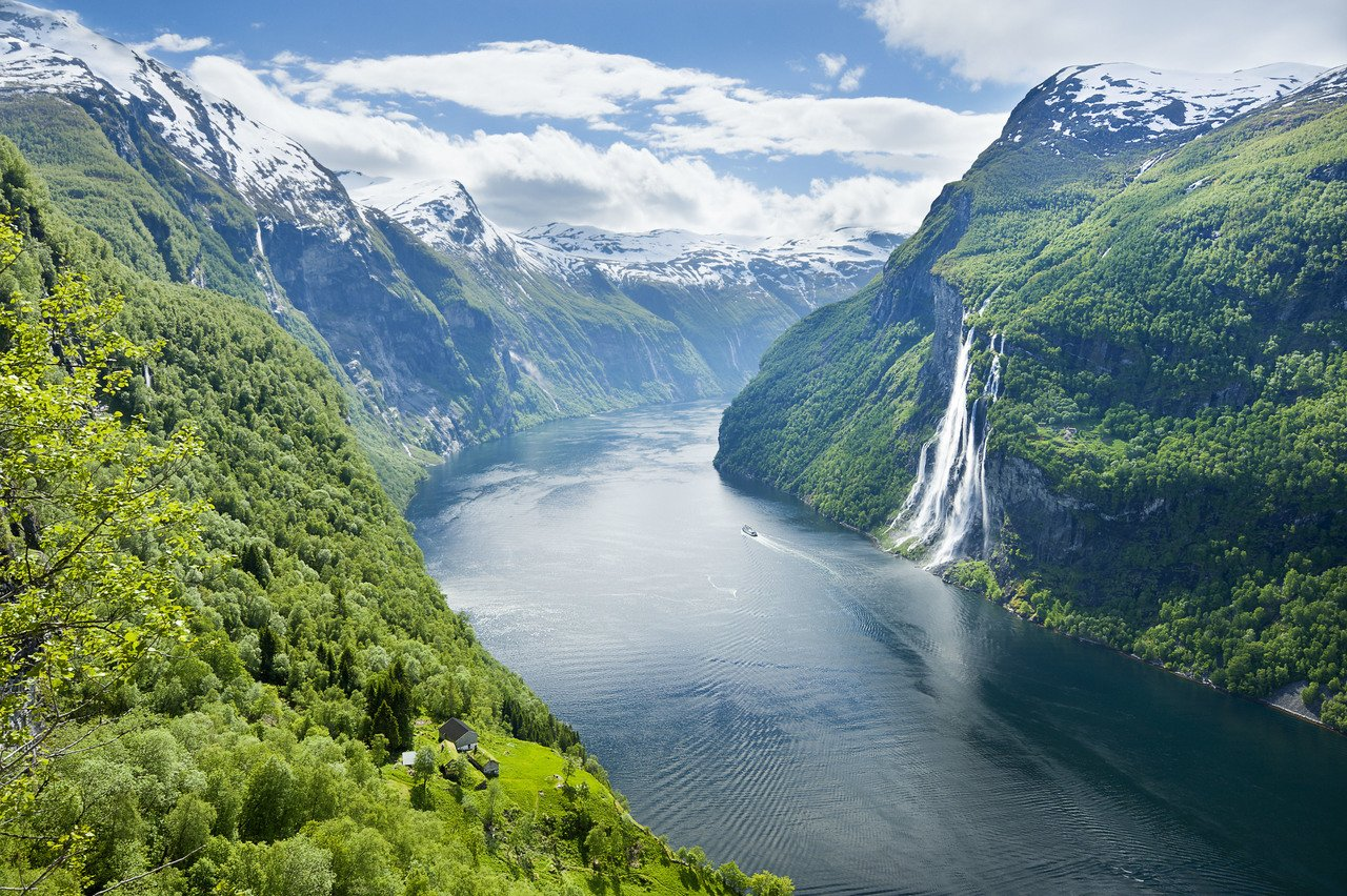 #picoftheday Geirangerfjord, one of Norway's most dramatic fjords, and the Seven Sisters waterfall #Geirangerfjord #norway #waterfall https://t.co/TS1s3yioMr