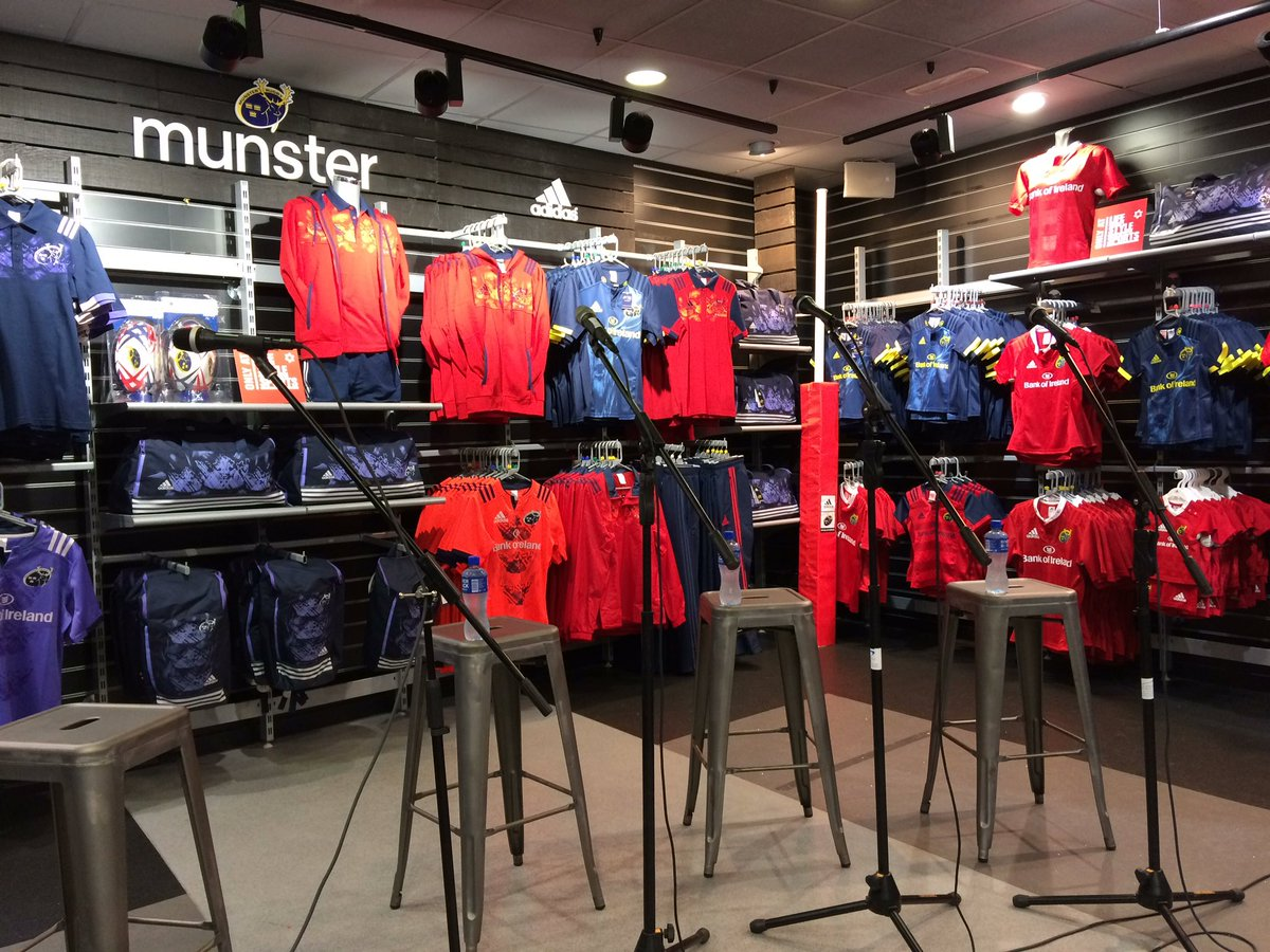 Not long until we kick off our Facebook Live Q&A with @Munsterrugby. #MunsterRising https://t.co/FPwhi39dLy