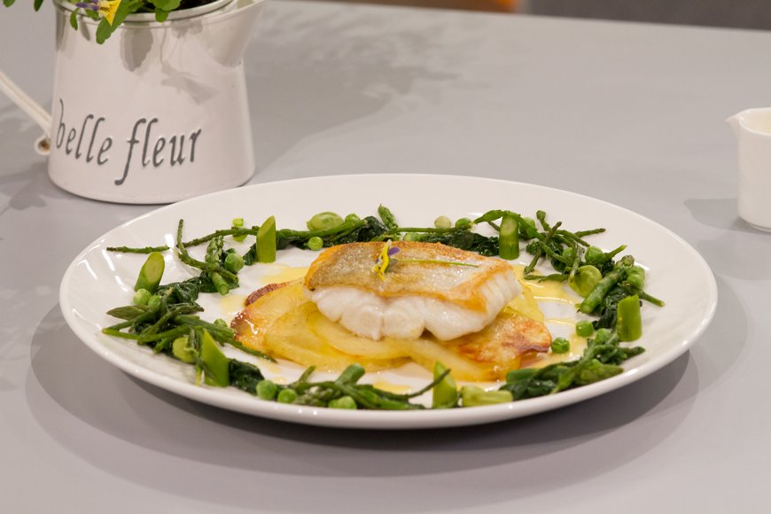 Try out Evelyn Cusack's Pan-fried Hake recipe from last night's #celebritymasterchefIRL :) https://t.co/fhW1nxQTJr https://t.co/XnL4WtH3t5