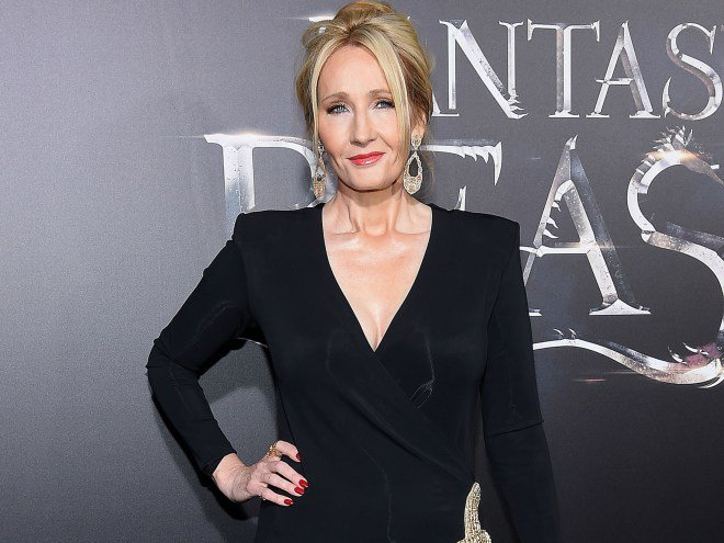J.K. Rowling destroys a Twitter troll who mocked her writing: