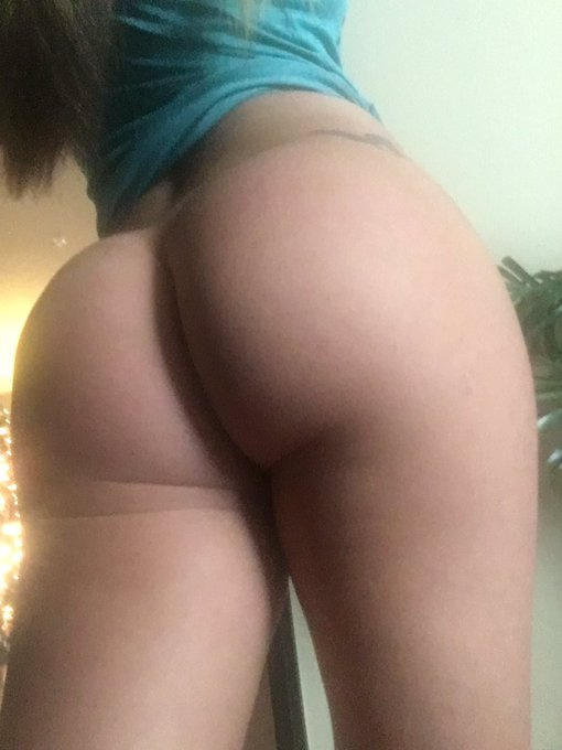 2 pic. For every RT I get, I'll do just as many squats 🍑😜 #Bootybuilding https://t.co/rs2cmKLNjM