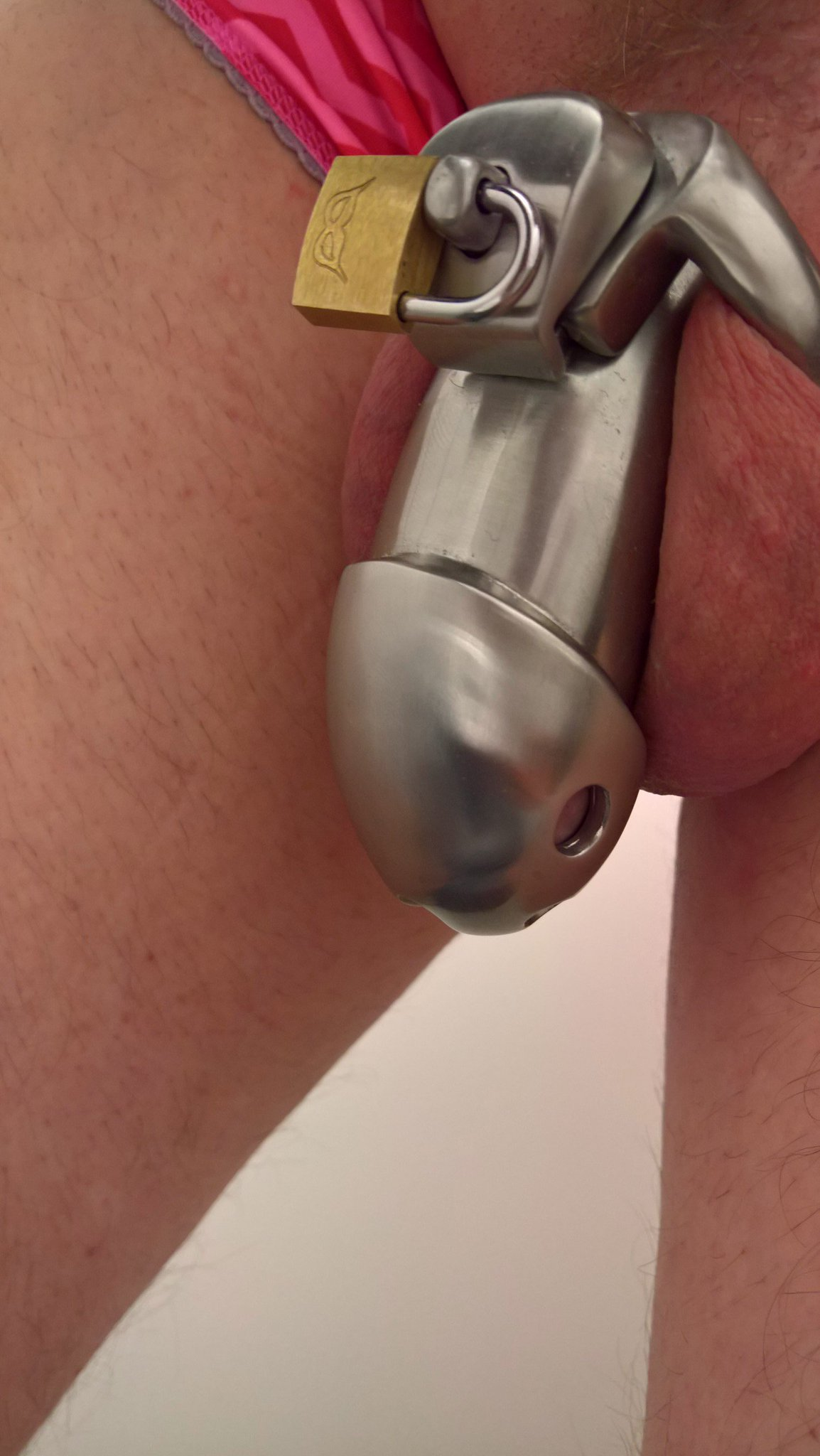 Trying on my new steel chastity cage to work for the first time. #holytrainer #chastity #cuckoldRT if you like it! https://t.co/m56fYLeIFj