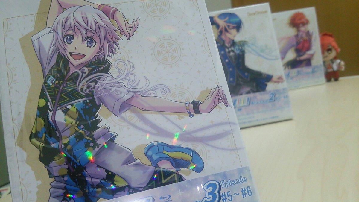 明日発売のドリフェスBlu-ray3巻。相変わらずキラッキラしてて良い!ドラフェスも楽しみじゃい。