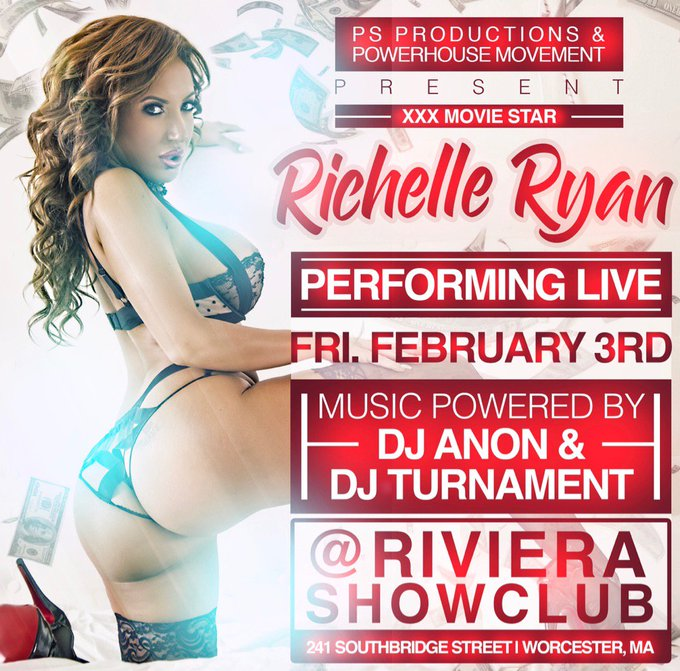 Can't believe they are letting a @Giants fan into Boston this weekend.. Check this booty out at @RivieraShowClub