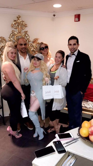 Got pampered today at @goldmedicalspa in encino @juliecashxxx @madelynxmonroe & @LondonKeyes 💉🛍🍓👑 https://t