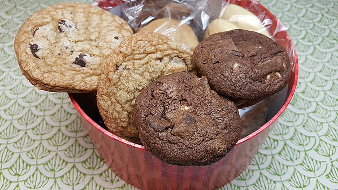Giveaway – Valentine's Day Cookie Gift Box – Ends 2/24/17