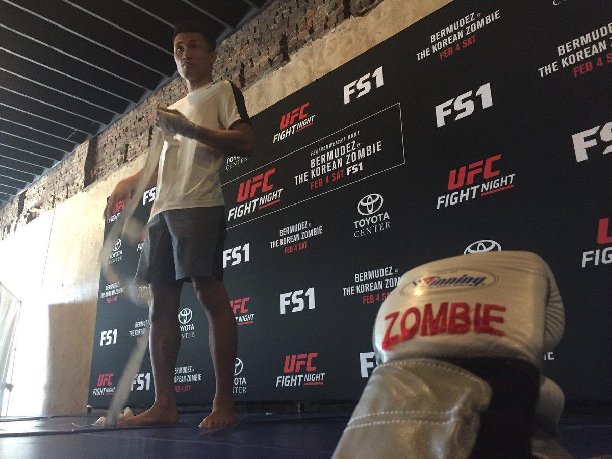 #UFCHouston open workouts (at @HenkePillot in Houston, TX) https://t.co/zV4PCBr4zD