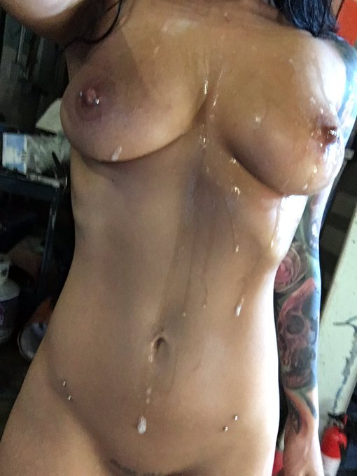 1 pic. Nothing makes me feel as special as taking 4 loads to the face & tits. Second best from being