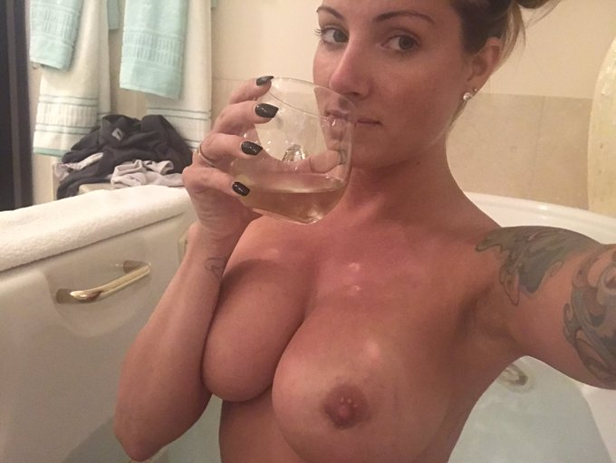 Cinzano, & a bath before my massage https://t.co/lfVQOe96dH